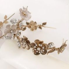 Tocados de cristal y metal archivos - hip&love Bridal Hair Accessories, Brooch, Crown, Love, Hair Styles, Beauty, Jewelry, Wedding Ideas, Feather Headdress