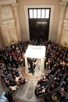 ceremony in the round. I love this because it creates an intimate feel even if your wedding is big.