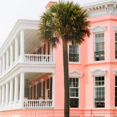 Decorate in Palm Beach Chic! I am lusting after these sherbet colours in pink, peach and coral ~ pe. Pink Houses, Dream Home Design, Green Life, Beautiful Buildings, Coastal Style, Palm Beach, Curb Appeal, Interior And Exterior, Facade