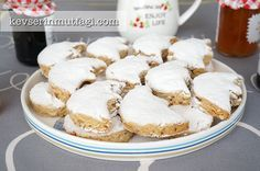 Kavala Almond Cookies Recipe - Ingredients: 250 g butter at room temperature, 4 cups flour, 2 cups raw almond, Whites of 3 large eggs, Crescent Cookie Recipe, Crescent Cookies, Cookie Recipes, Dessert Recipes, Desserts, Almond Meal Cookies, Raw Almonds, Turkish Recipes, Cake Cookies