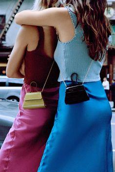 Summer Fashion Tips .Summer Fashion Tips Scrunchies, Fashion Bags, Fashion Accessories, Fashion Ideas, Types Of Handbags, Mini Purse, Mini Bags, Cloth Bags, Small Bags
