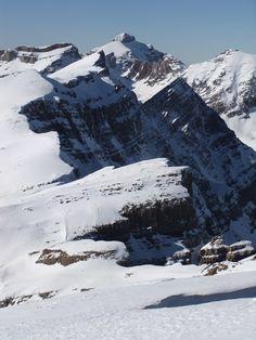 Peña Telera (Magnifico corredor situado en la Sierra de la Partacúa, con la cumbre principal de Peña Telera. Corredor de 700 metros de desnivel y una dificultad D+.) Huesca  Spain