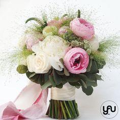 Buchet mireasa bujori si ranunculus | YaU Concept BLOG Ranunculus, Garden Landscaping, Wedding Bouquets, Floral Wreath, Concept, Wreaths, Blog, Decor, Front Yard Landscaping