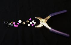 Un tuto pour vous apprendre à poser des boutons pressions avec la pince vario
