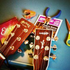 Cuerdas nuevas para el concierto del sábado en Croché. http://www.facebook.com/events/548033968546644