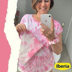 Seguimos alucinadxs con el talento de @mimodemami : a parte de teñir su camiseta con el #TinteRosa 💕, también tiñó unos retales de algodón que le sobraban... ¡y los convirtió en un bolso/neceser y un coletero! 💫¡Y es que las posibilidades son infinitas! ♾ Nuestras participantes del #desafioTintesIberia lo saben: habéis visto la de cosas bonitas que han creado? 🥰 • ¿Cuál es la prenda o cosa más original que has teñido? Si compartís en instagram vuestras creaciones, etiquetadnos: nos encanta r Shibori, Ten, Instagram, Cosmetic Bag, Beautiful Things, Parts Of The Mass, T Shirts, Style, Clothing