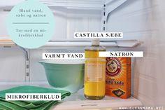 Det behøver ikke være så besværligt at gøre rent i køleskabet. Vi har fundet en lille blanding, som du nemt kan mikse sammen og hurtigt få skinnende rene hylder og skuffer til dine madvarer.