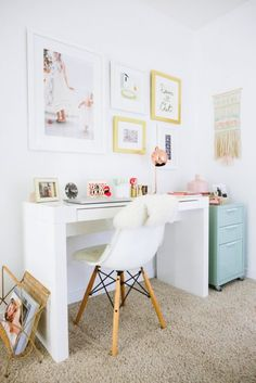 I love this office decor for her. I definitely could see myself productive here. Inspiring Home Office Decor Ideas for Her on Frugal Coupon Living.
