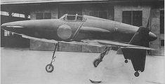 米軍の命令により外観のみ修復した試作1号機(1945年撮影)