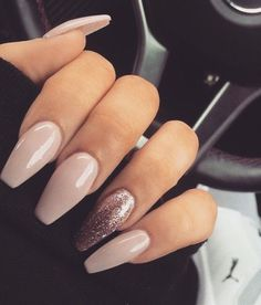 In seek out some nail designs and some ideas for your nails? Here is our listing of must-try coffin acrylic nails for modern women. Gorgeous Nails, Pretty Nails, Perfect Nails, Nude Nails, My Nails, Bio Gel Nails, Gel Nails French, Gold Nail Art, Gold Glitter Nails