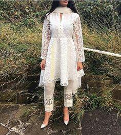 Pakistani latest dress Pakistani Frocks, Pakistani Fancy Dresses, Pakistani Dress Design, Pakistani Outfits, Indian Dresses, Indian Outfits, Stylish Dress Designs, Stylish Dresses, Simple Dresses
