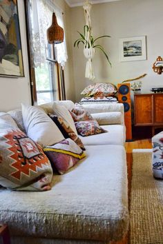 Lauren and chad's vintage comfort sitting room уютный дом, дом, идеи д Boho Chic Living Room, Bohemian Living, Bohemian Decor, Bohemian Homes, Style At Home, Diy Home Decor Rustic, Deco Boheme, Home Fashion, Decoration