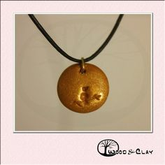 Cute little bird on a branch!!! Get this necklace now!!! woodandclay.de