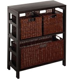 This Wicker Storage Chest gives you the perfect way to store and organize everything from clothing to children's toys.