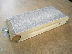 Recycled Belt Sanding Block / Sanding pad for recycled abrasive belts Woodworking Hand Tools, Wood Tools, Woodworking Projects, Sanding Wood, Sanding Block, Small Wood Projects, Diy Shops, Homemade Tools, Tool Storage