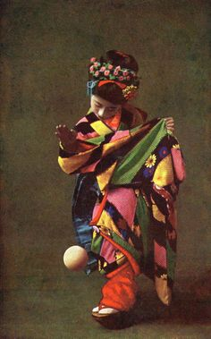 Pattern!  Color!  Via sisterwolf:  Maiko Momotaro playing Temari Asobi 1910s