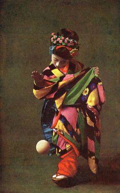 Maiko Momotaro playing Temari Asobi 1910s.