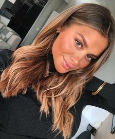 35 popular brunette balayage hair color ideas page 42 Balayage Brunette, Hair Color Balayage, Hair Highlights, Ombre Hair, Blonde Wig, Caramel Highlights, Cheveux Beiges, Black Hair Wigs, Lace Hair