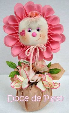 Peso de Porta Menina Flor | Doce de Pano | Elo7 Doll Crafts, Cute Crafts, Sewing Crafts, Diy And Crafts, Sewing Projects, Craft Projects, Crafts For Kids, Arts And Crafts, Felt Flowers