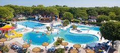 Camping Ca'Pasquali is prachtig gelegen en direct aan het strand van de Adriatische kust.  Camping Ca'Pasquali is een zeer groene camping, diverse planten en bloemen geven de camping zijn natuurlijke sfeer, camping Ca'Pasquali bij Cavallino.    Ca'Pasquali heeft veel te bieden, zowel voor jong als oud. Er is een zwembad met glijbaan op de camping, maar er is ook een kinderbad voor de kleintjes. Ook een speeltuin voor de kinderen mag natuurlijk niet ontbreken.