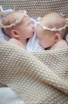 twins newborn photo shoot ensaio fotografico newborn gemeas, recem-nascidas