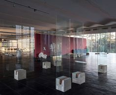 Lina Bo Bardi's easels featured a pane of glass supported by a concrete cube. Metro is updating the design for the exhibition at MASP this year. Photograph by Javier Agustín Rojas