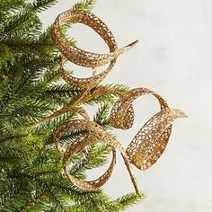 How to Decorate Your Christmas Tree Like a Pro - Melissa Roberts Interior White Christmas Tree Decorations, Ribbon On Christmas Tree, 1st Christmas, Xmas Tree, Christmas Crafts, House Decorations, Christmas Trees, 1st Boy Birthday, Decorating Blogs