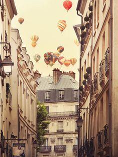 Flying Over Paris Posters af Irene Suchocki på AllPosters.dk