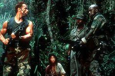 """Depredador"" (""Predator"", 1987). Dir. John McTiernan. Stars:  Arnold Schwarzenegger, Carl Weathers, Kevin Peter Hall."
