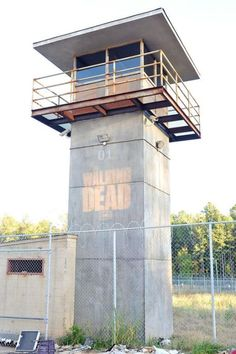 guard tower reference from the Walking Dead Walking Dead Prison, The Walking Dead, Guard House, Bunker, Survival, Yard, Layout, Exterior, Architecture