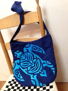 This would be cute as a tote bag!   Hawaiian quilted honu apron (130422)