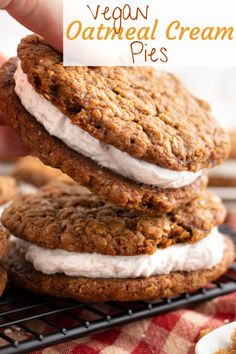 dessert recipes 290693350951573202 - This simple vegan oatmeal cream pie recipe is soft, sweet, chewy and delicious! Spiced oatmeal cookies with a fluffy and creamy vanilla frosting in between! Source by beplantwell Healthy Vegan Dessert, Vegan Dessert Recipes, Vegan Treats, Vegan Foods, Pie Recipes, Vegetarian Sweets, Best Vegan Desserts, Healthy Food, Vegan Recepies
