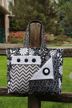 Pockets A Plenty by Whistlepig Creek Productions featuring Ink Blossom by Sue Marsh, black & white color way. Handbag Patterns, Bag Patterns To Sew, Quilted Purse Patterns, Quilted Tote Bags, Patchwork Bags, Handmade Purses, Handmade Handbags, Diy Sac, Denim Bag