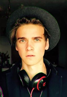 Joe Sugg) Hey, Im Joe. Caspar and Oli are my best mates. Zoe is my sister. Im a vlogger and gamer. Joe Sugg, Jack And Conor Maynard, Buttercream Squad, Sugg Life, Beautiful Men, Beautiful People, Marcus Butler, British Youtubers, Vlog Squad