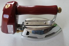 Reproduction Old-Fashioned Even Heat Butane Clothes Iron Antique Iron, Vintage Iron, Emergency Preparedness Kit, Survival, Cottage Crafts, Iron Board, How To Iron Clothes, Vintage Kitchen, Simple Way