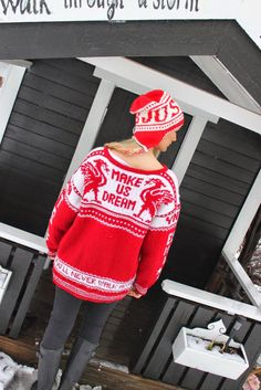 Babsy design YNKA ( you`ll never knit alone ) Liverpool Fc, Mittens, Funny Animals, Christmas Sweaters, How To Make, How To Wear, Never, Mens Fashion, Knitting