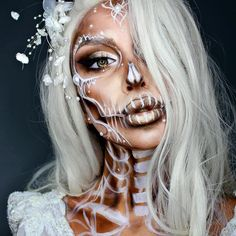 Looking for for inspiration for your Halloween make-up? Browse around this site for creepy Halloween makeup looks. Visage Halloween, Creepy Halloween Makeup, Facepaint Halloween, Amazing Halloween Makeup, Scariest Halloween Costumes Ever, Pretty Skeleton Makeup, Pretty Halloween Costumes, Terrifying Halloween, Spooky Spooky