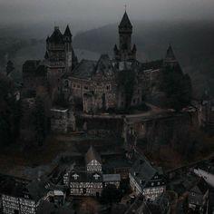 Fantasy Life, Fantasy World, Dark Fantasy, Le Rosey, New Foto, Dark Castle, Gothic Castle, Yennefer Of Vengerberg, Slytherin Aesthetic