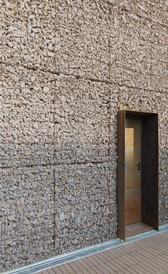 Sechs Wohneinheiten in Reihe in Sesto San Giovanni, Sesto San Giovanni, 2014 - Gino Guarnieri Architects, Architekt Studio Roberto Mascazzini - Detail Architecture, Contemporary Architecture, Interior Architecture, Facade Design, Exterior Design, Patio Design, Gabion Wall, Brick And Stone, Stone Walls