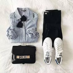 #fentyeezy #laydown #fashionstyle #summer #summerstyle #shoes #clothing #beach #girls #shoponlineA few striped shirt, a pair of jeans, a pair of Converse or #sneaker super star shoes will take more wonderful moment for your holiday,so let's go for it~