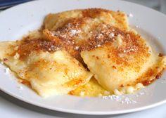 Na talíři bohatě posypeme perníkem, cukrem a přelijeme přepuštěným máslem. Autor: Naďa I. (Rebeka)