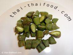 มะขามอ่อน Tamarind Paste, Sprouts, Asparagus, Vegetables, Food, Studs, Essen, Vegetable Recipes, Meals