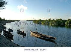 traditional-swahili-boats-docked-in-the-river-lamu-island-kenya-africa-B92D8F.jpg (1300×960)