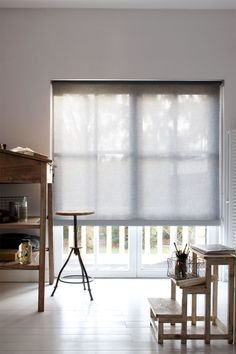 With this linen look roller shade (9729) from bece you add nature to your home.