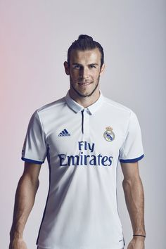 Bale Real Madrid home soccer jersey. Madrid Football Club, Football Love, Best Football Team, Football Videos, Football Pics, Soccer Guys, Messi Soccer, Football Players, Nike Soccer
