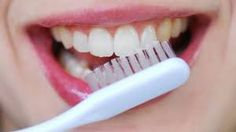 Top Oral Health Advice To Keep Your Teeth Healthy. The smile on your face is what people first notice about you, so caring for your teeth is very important. Unluckily, picking the best dental care tips migh Best Toothpaste, Toothpaste Recipe, Natural Toothpaste, Healthy Toothpaste, Toothpaste Brands, Homemade Toothpaste, Healthy Teeth, Oral Health, Dental Health