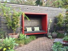 Urban Garden Design A creative solution to retain backyard privacy - GardenDrum