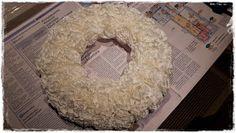 Arjen Helmiä: DIY: Suodatinpussikranssi Door Wreaths, Burlap Wreath, Christmas Decorations, Door Hangers, Home Decor, Ideas, Kite, Crown Cake, Decoration Home