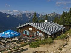 Im Herbst liegt in den Alpen zwar oft schon Schnee, aber einige Wanderungen auf niedrigere Gipfel sind noch möglich. Neun Tipps.