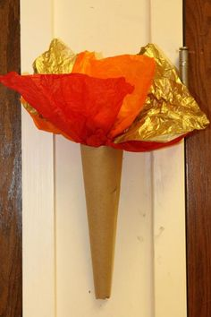Renaissance Themed Scouts Blue & Gold Banquet/ Party/ Decoration ideas torches made from butcher and tissue paper or use for Olympic torch Chateau Moyen Age, Medieval Party, Medieval Banquet, Medieval Fair, Medieval Castle, Castle Party, Toga Party, Knight Party, Dragon Party